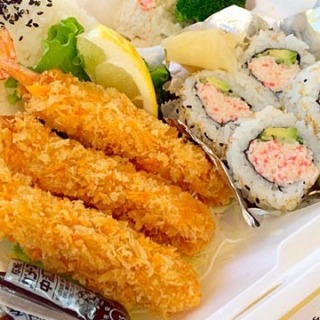 fried-shrimp-combo-with-sushi_roll